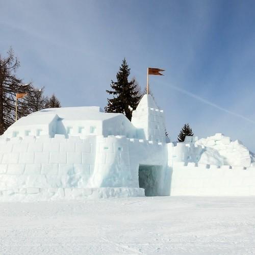 30. 12. 2018<br>Stavanie snehového hradu v detskej lyžiarskej škôlke
