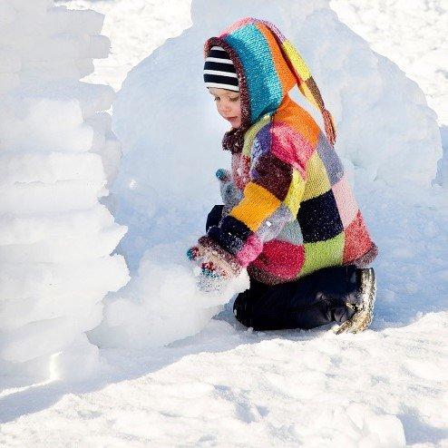 28. 12. 2018<br>Stavanie snehových sôch v detskej lyžiarskej škôlke