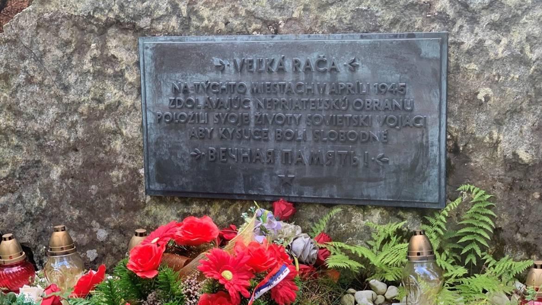 Vedeli ste, že na Veľkej Rači je pamätník padlých sovietskych vojakov?