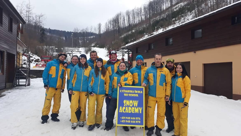 Bezplatná skupinová výučba lyžovania a snowboardingu pre deti a dospelých
